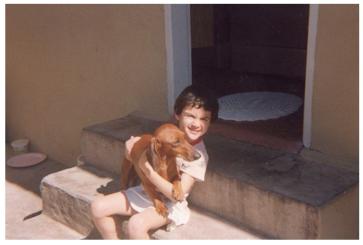 Mariana Rezzaghi e seu primeiro cachorro (Juca).